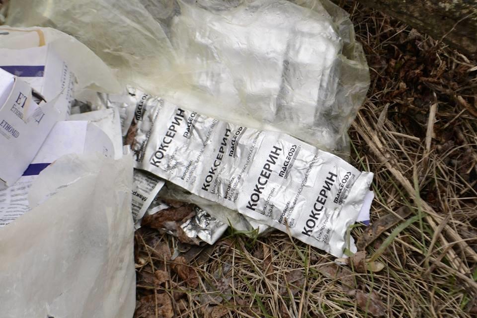 В Каменском на обочине нашли пакеты с дорогостоящими препаратами: полиция начала проверку, фото-4