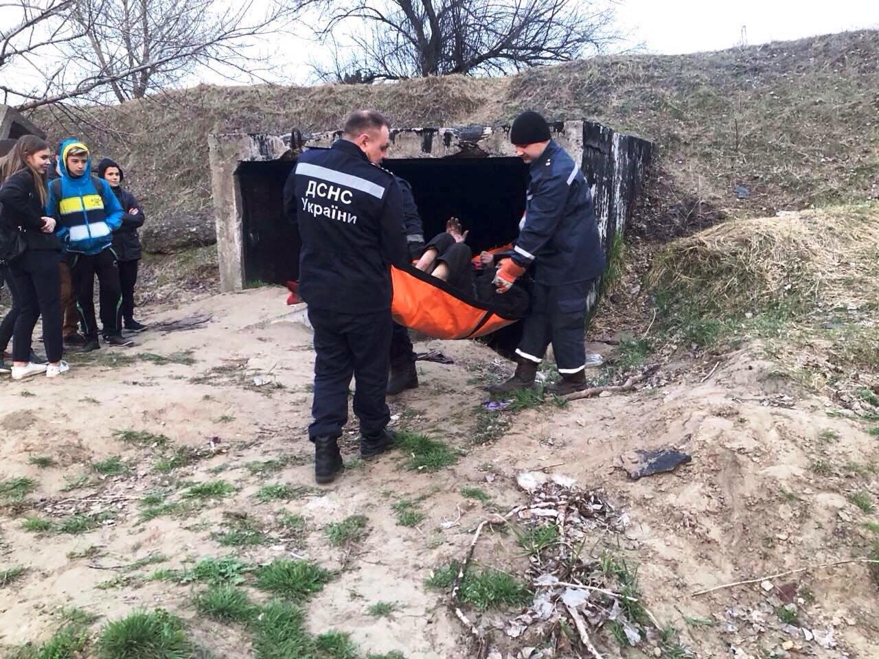 В Каменском спасатели помогли мужчине, у которого отказали ноги, фото-1