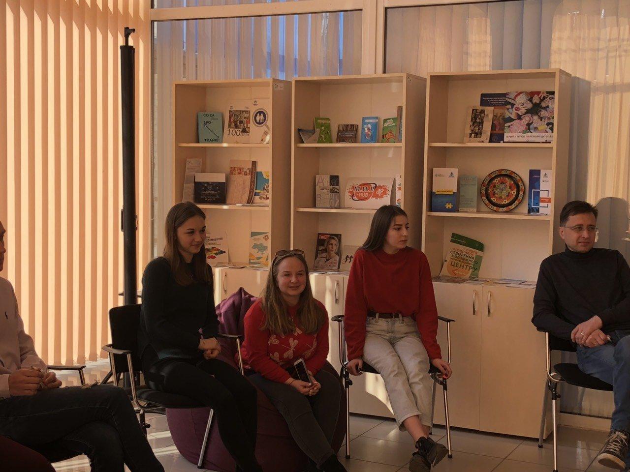 «Твой голос решает все»: в Каменском прошел тренинг для молодежи, фото-1