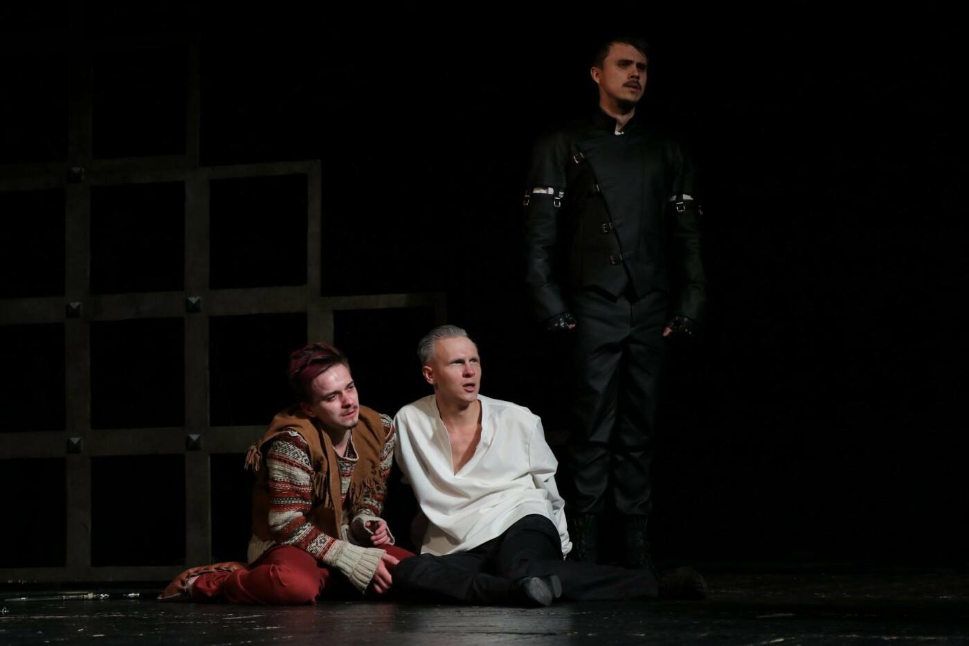 В Каменском театре показали историю любви и ненависти длиною в жизнь, фото-6