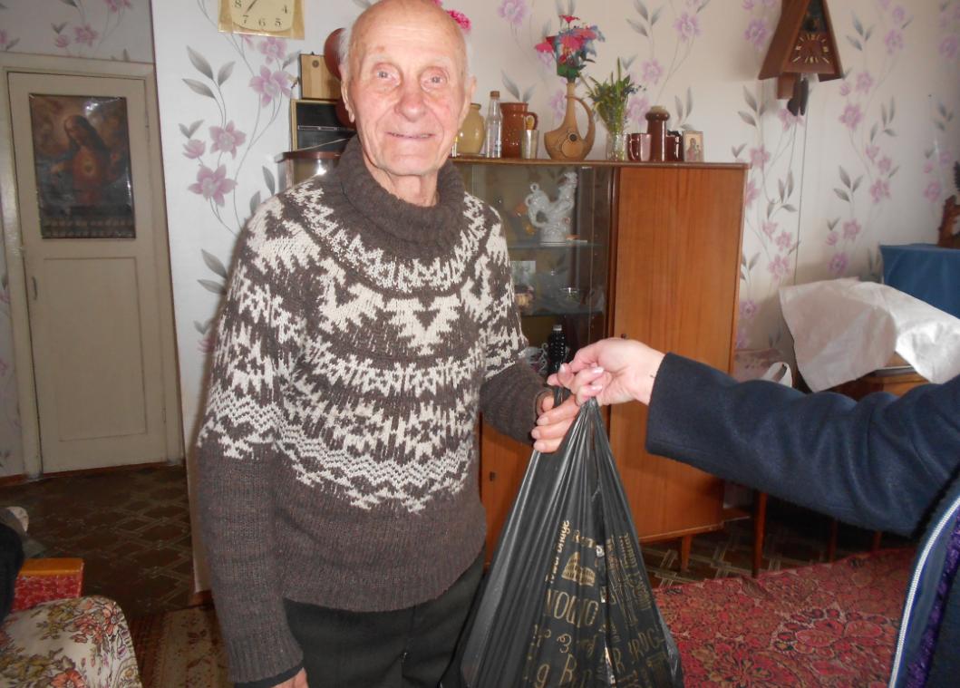 Работники каменской соцслужбы поздравили юбиляров, фото-2