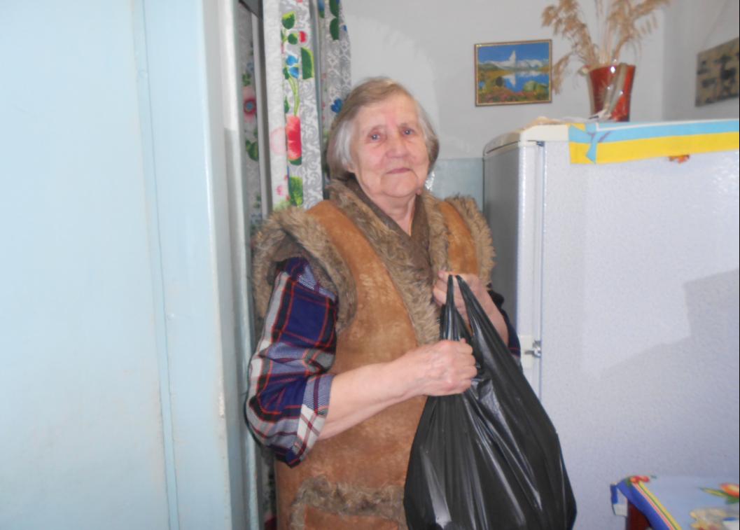 Работники каменской соцслужбы поздравили юбиляров, фото-3