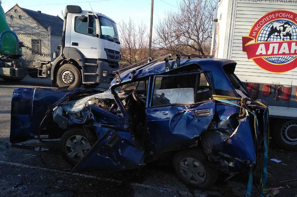 Под Каменским столкнулись три автомобиля: есть пострадавшие, фото-1