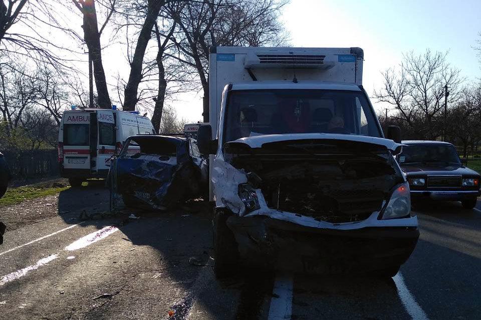 Под Каменским столкнулись три автомобиля: есть пострадавшие, фото-2