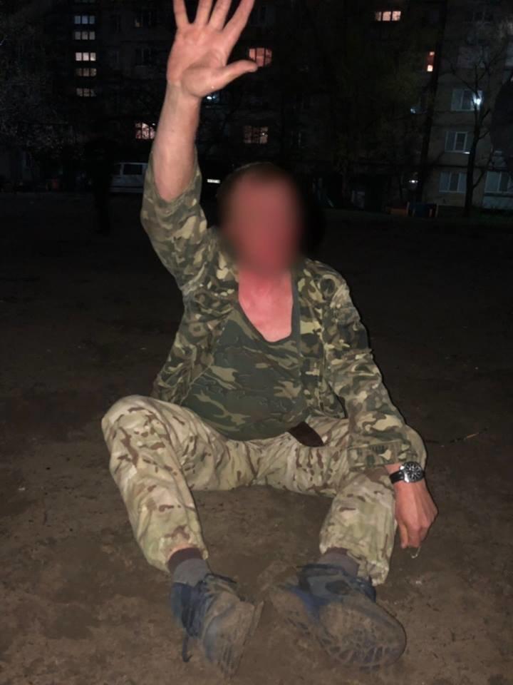 Приставал с ножом к прохожим: в Каменском задержали пьяного провокатора, фото-1