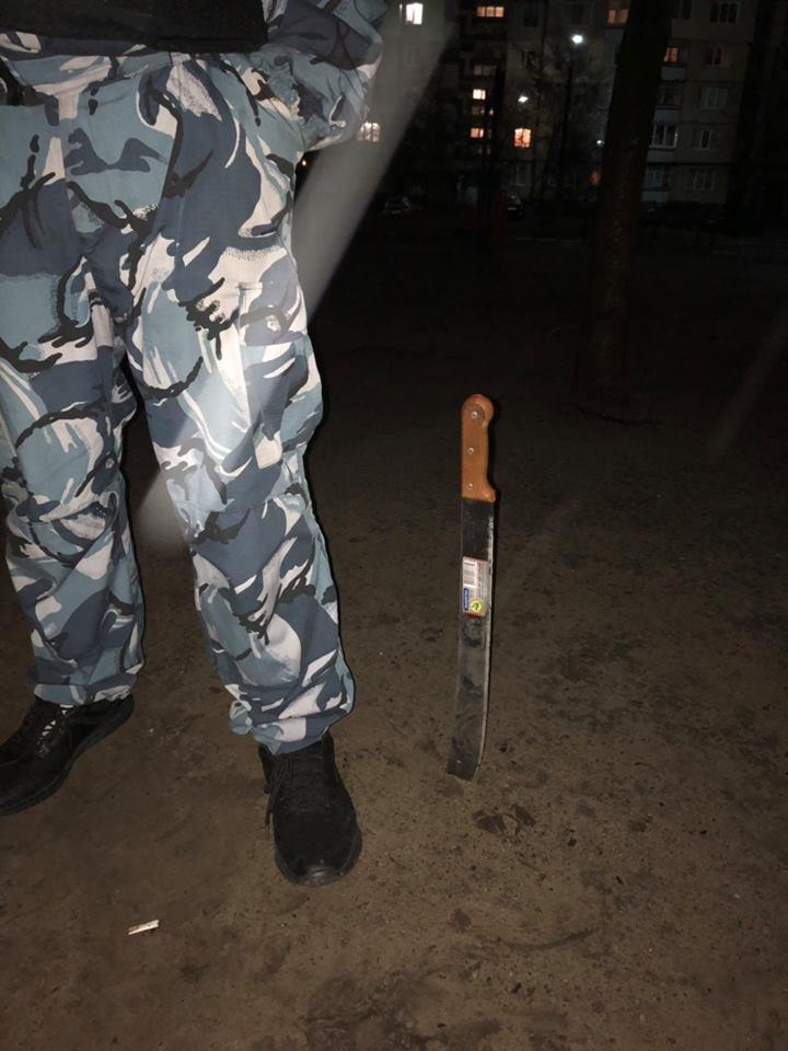 Приставал с ножом к прохожим: в Каменском задержали пьяного провокатора, фото-3