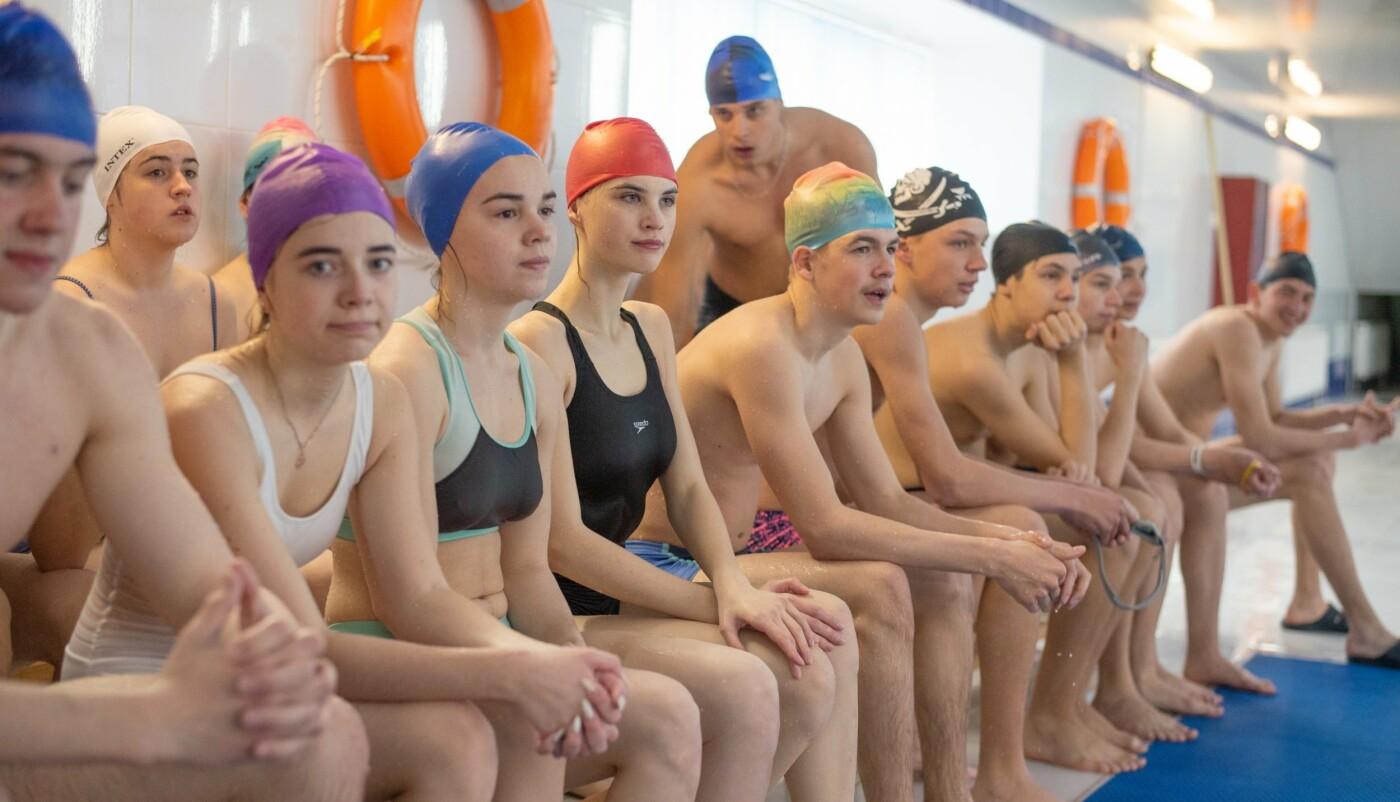 Плавали вместе с мэром: в Каменском лицее №15 прошел открытый урок по плаванию, фото-6