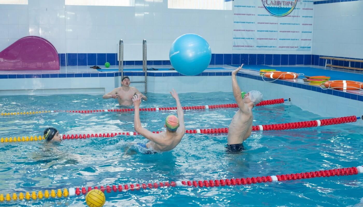 Плавали вместе с мэром: в Каменском лицее №15 прошел открытый урок по плаванию, фото-2