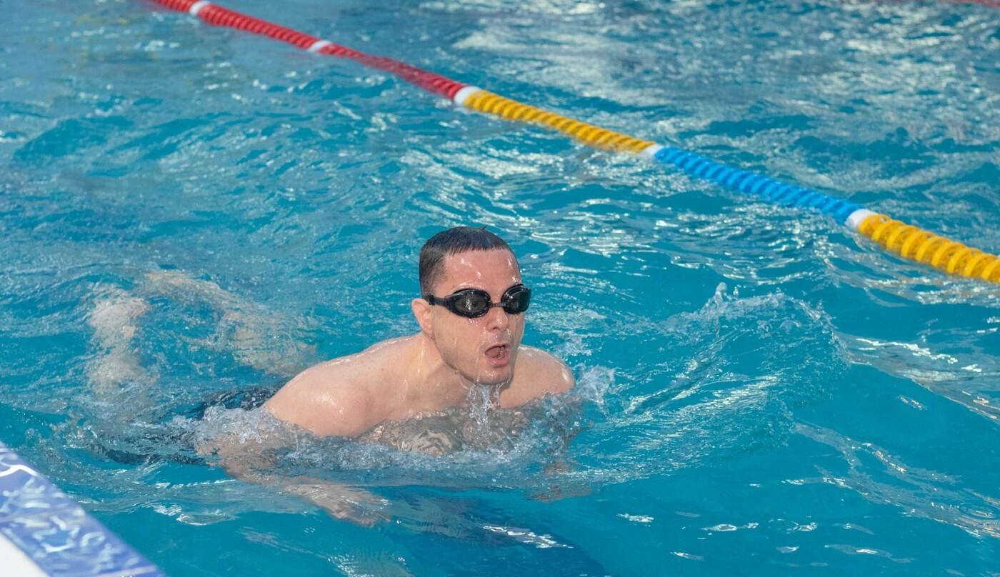 Плавали вместе с мэром: в Каменском лицее №15 прошел открытый урок по плаванию, фото-4