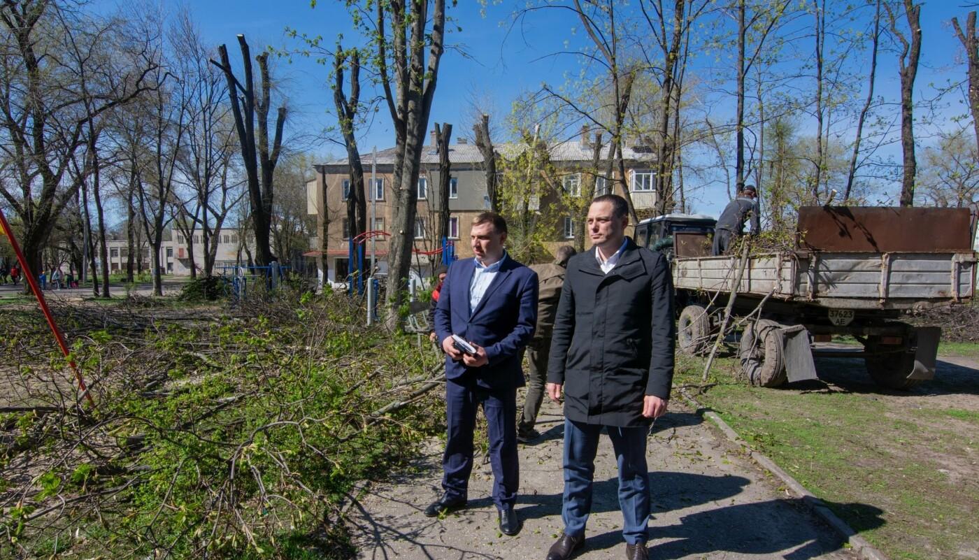 В Каменском убрали дворы и начали ликвидировать стихийные свалки, фото-4
