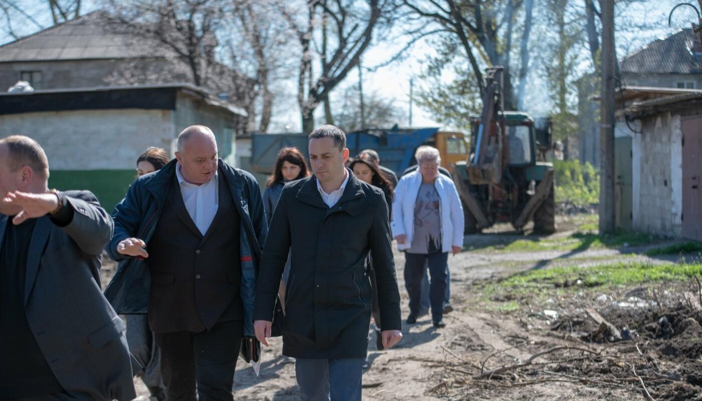 В Каменском убрали дворы и начали ликвидировать стихийные свалки, фото-5