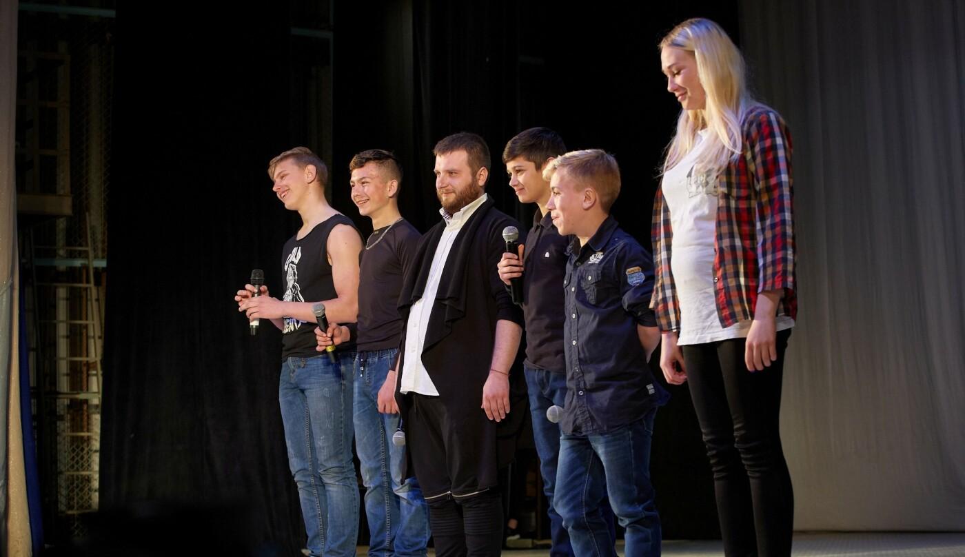 Шутки, смех и море позитива: в Каменском прошел гала-концерт фестиваля «Точка прикола», фото-1