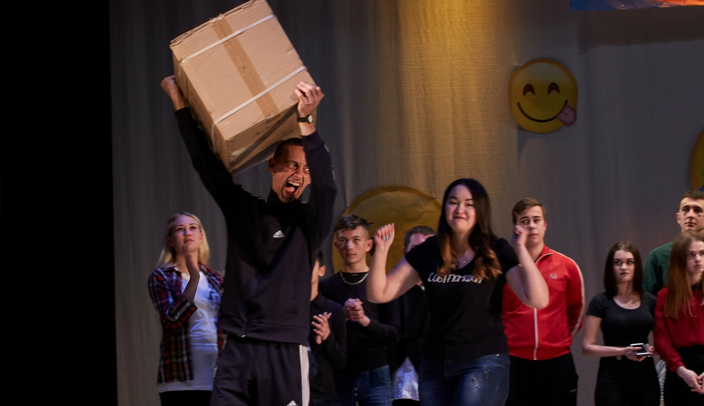 Шутки, смех и море позитива: в Каменском прошел гала-концерт фестиваля «Точка прикола», фото-6