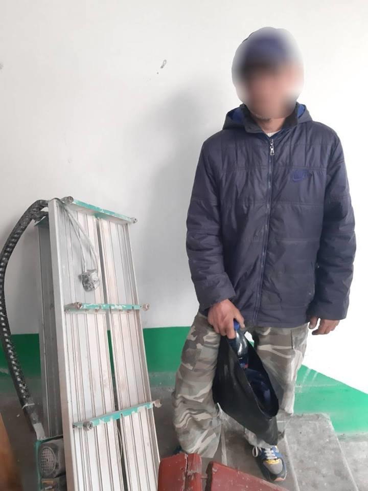 В Каменском мужчина проник в кладовую на 10-м этаже, чтобы украсть электростанок , фото-1