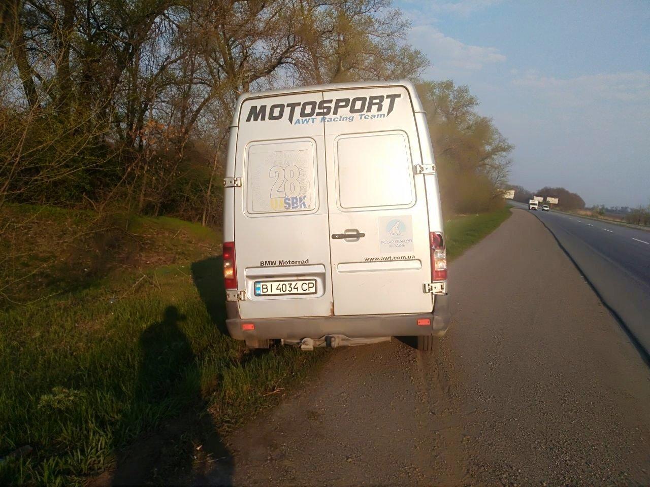 Неподалеку от Каменского столкнулись два грузовика и микроавтобус: есть пострадавший  , фото-2