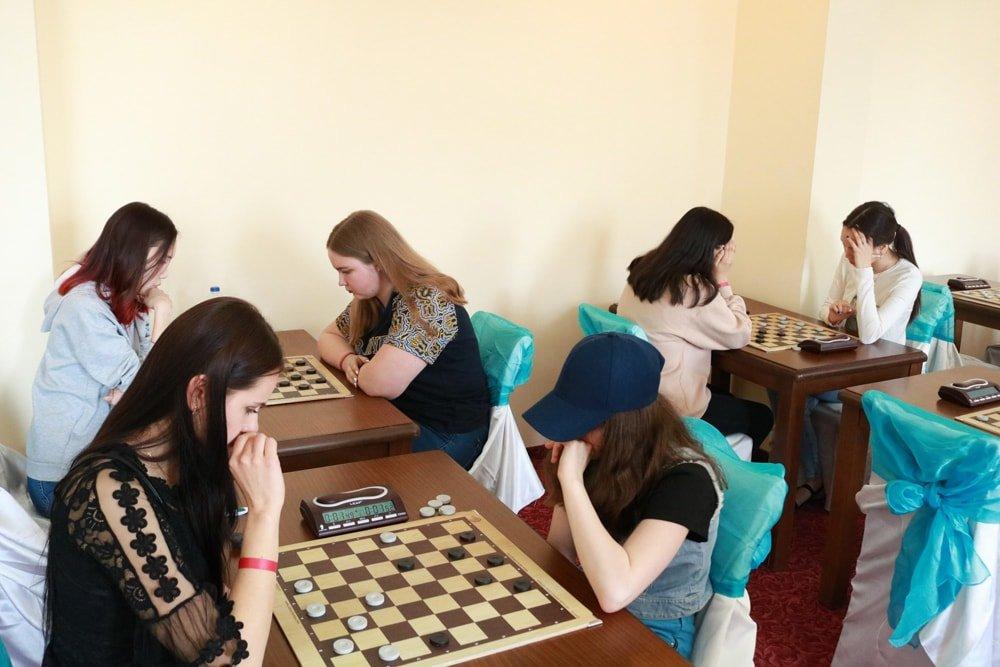 Каменская молодежь начала чемпионат Европы по шашкам с трех медалей , фото-1