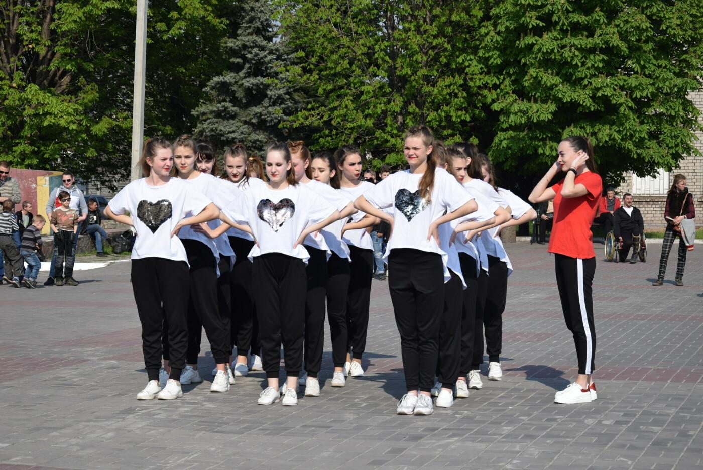 """В Каменском состоялся танцевальный флешмоб """"Город объединяет молодежь"""", фото-2"""