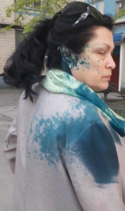 В Каменском неизвестный облил зеленкой двух женщин , фото-1