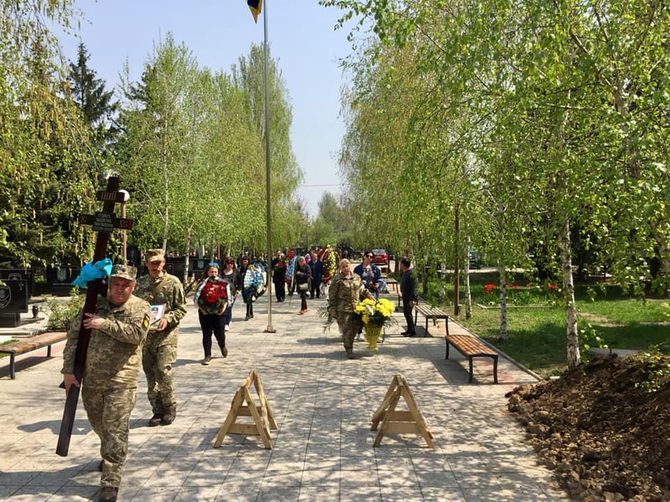 В Каменском попрощались с погибшим на Донбассе воином, фото-16