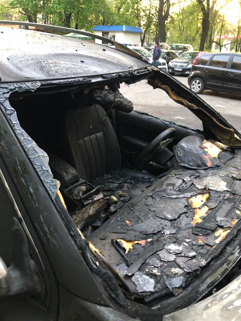В Днепре неизвестные сожгли автомобиль журналиста , фото-2