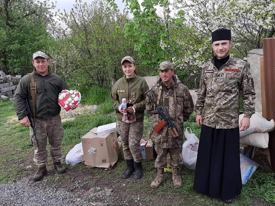«Паску солдату»: каменчане передали военным сладости и поздравления от школьников, фото-2