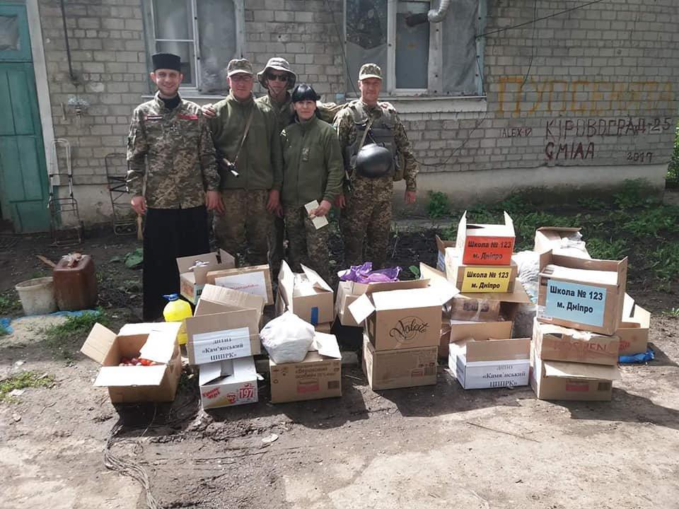 «Паску солдату»: каменчане передали военным сладости и поздравления от школьников, фото-1