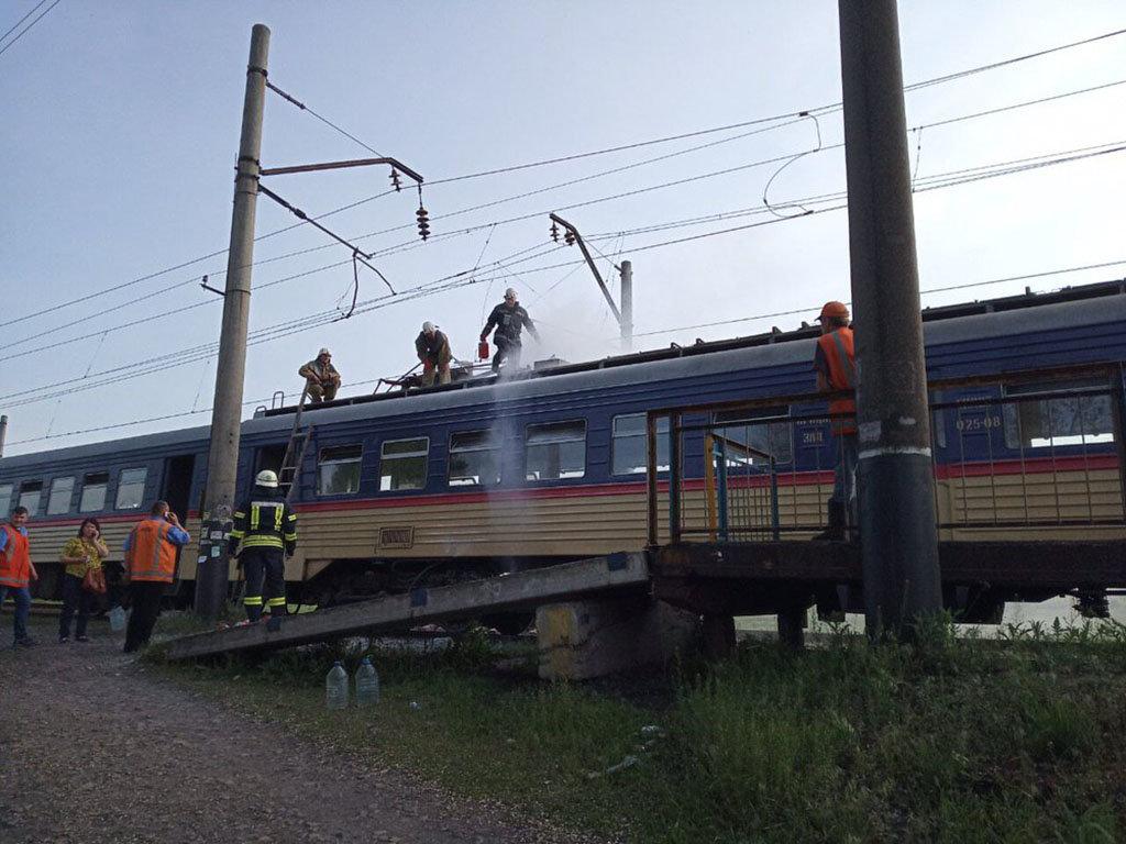 Переполох на 165 км: в Каменском загорелась электричка, фото-1