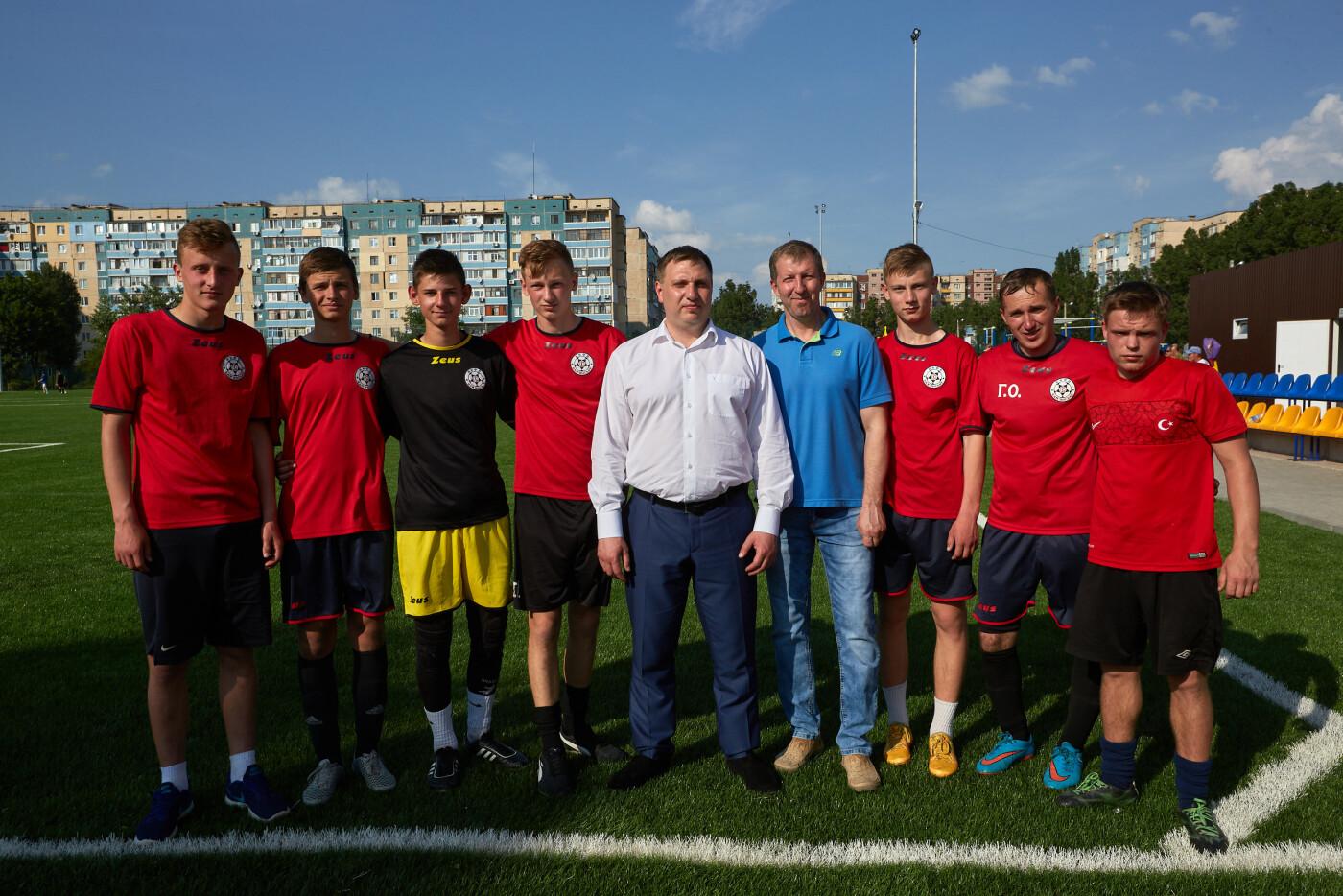 Футболисты Каменского открыли сезон на новом стадионе, фото-3