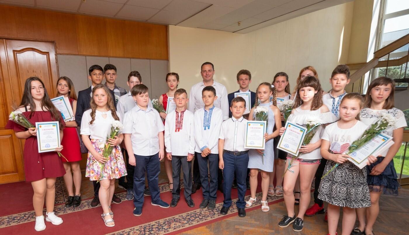 Школьникам и студентам Каменского вручили стипендии исполкома, фото-3