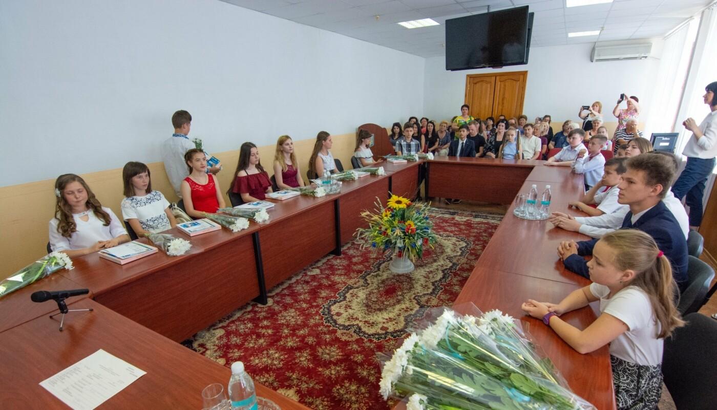 Школьникам и студентам Каменского вручили стипендии исполкома, фото-4