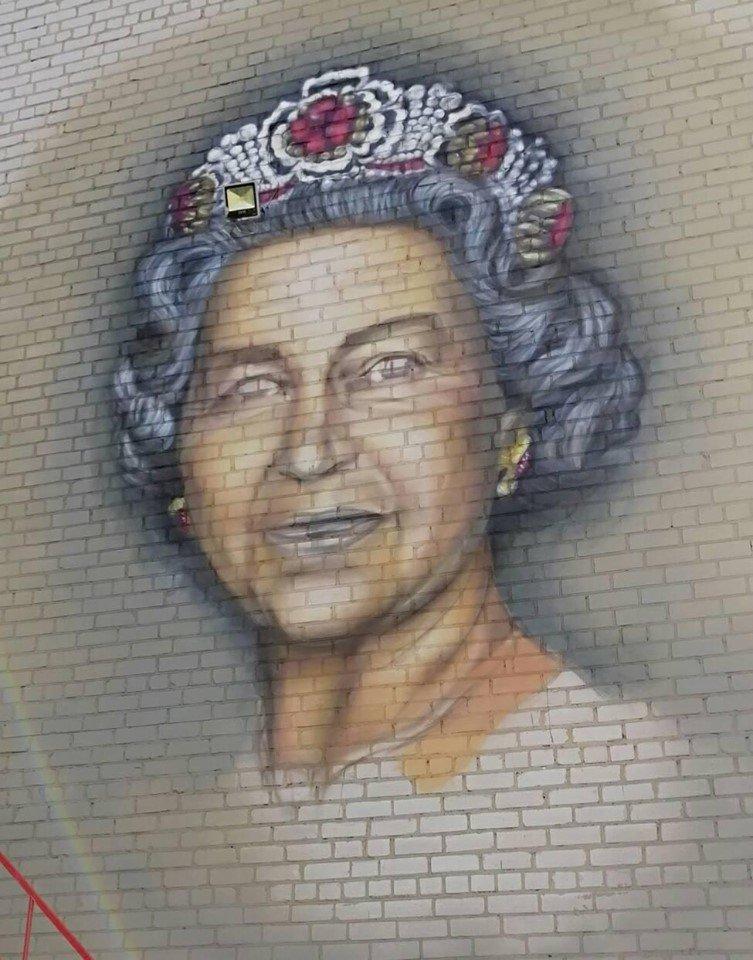 В селе под Каменским рисуют мурал королевы Елизаветы, фото-2