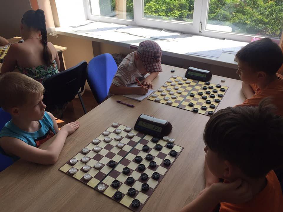 В Каменском парке играли в шашки, фото-1