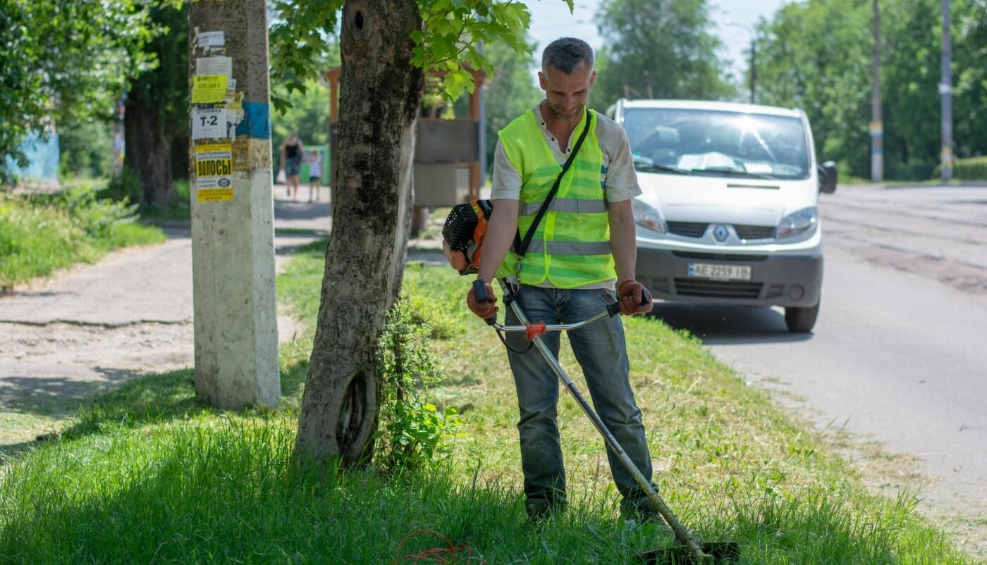 В Каменском чистят ливневки и благоустраивают территорию города, фото-3