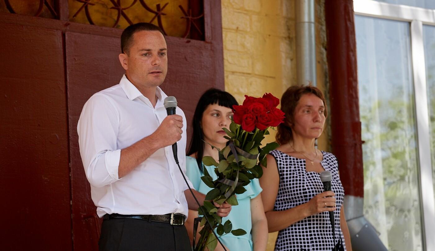 В Каменской школе №7 открыли мемориальную доску в честь погибшего в АТО Юрия Волошина, фото-2