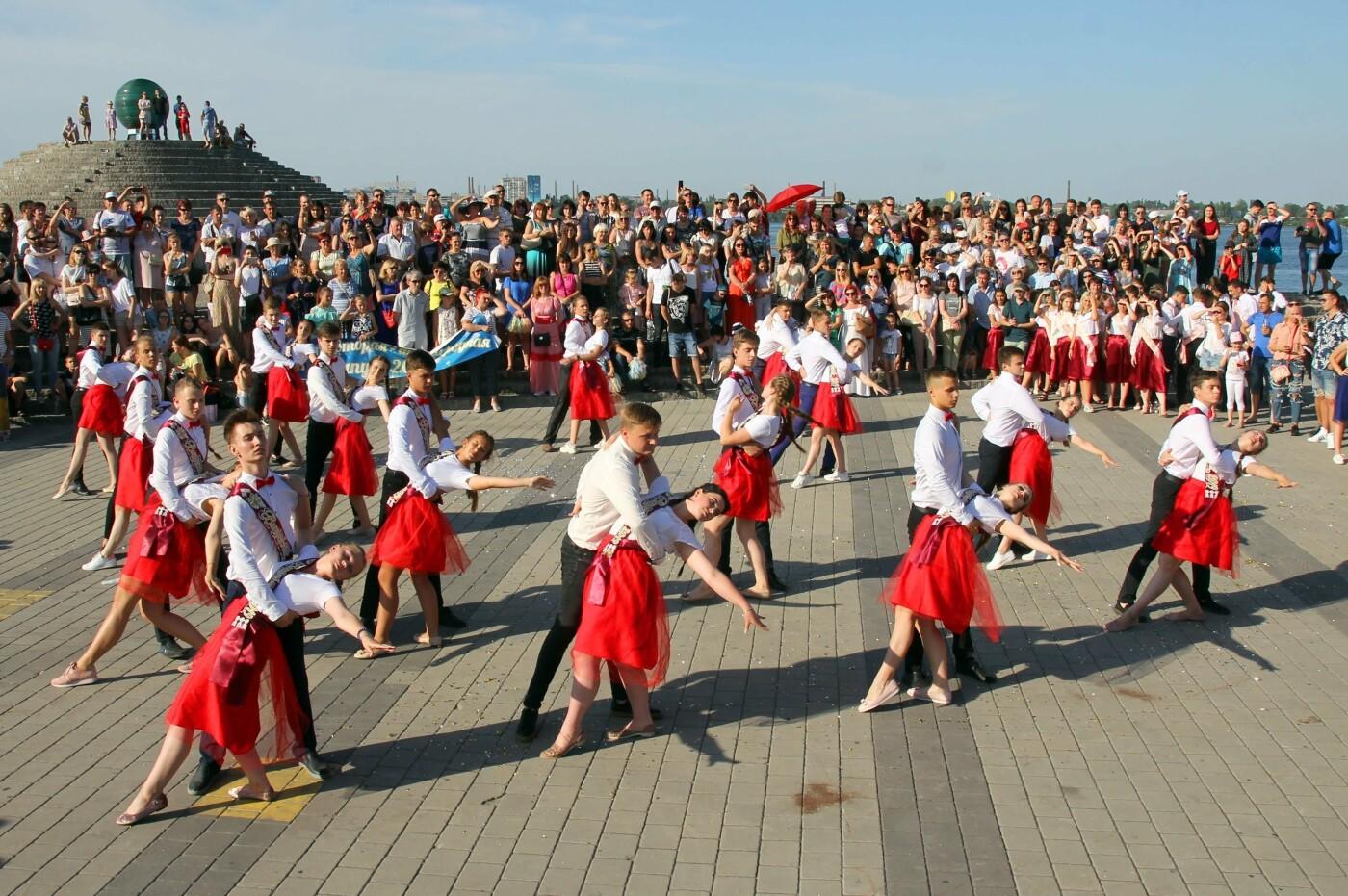 Выпускники Каменского вальсировали на фесте Dnepr Valse, фото-4