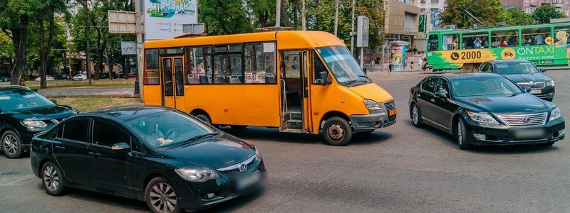 "В центре Днепра маршрутка переехала женщину на ""зебре"", фото-6"