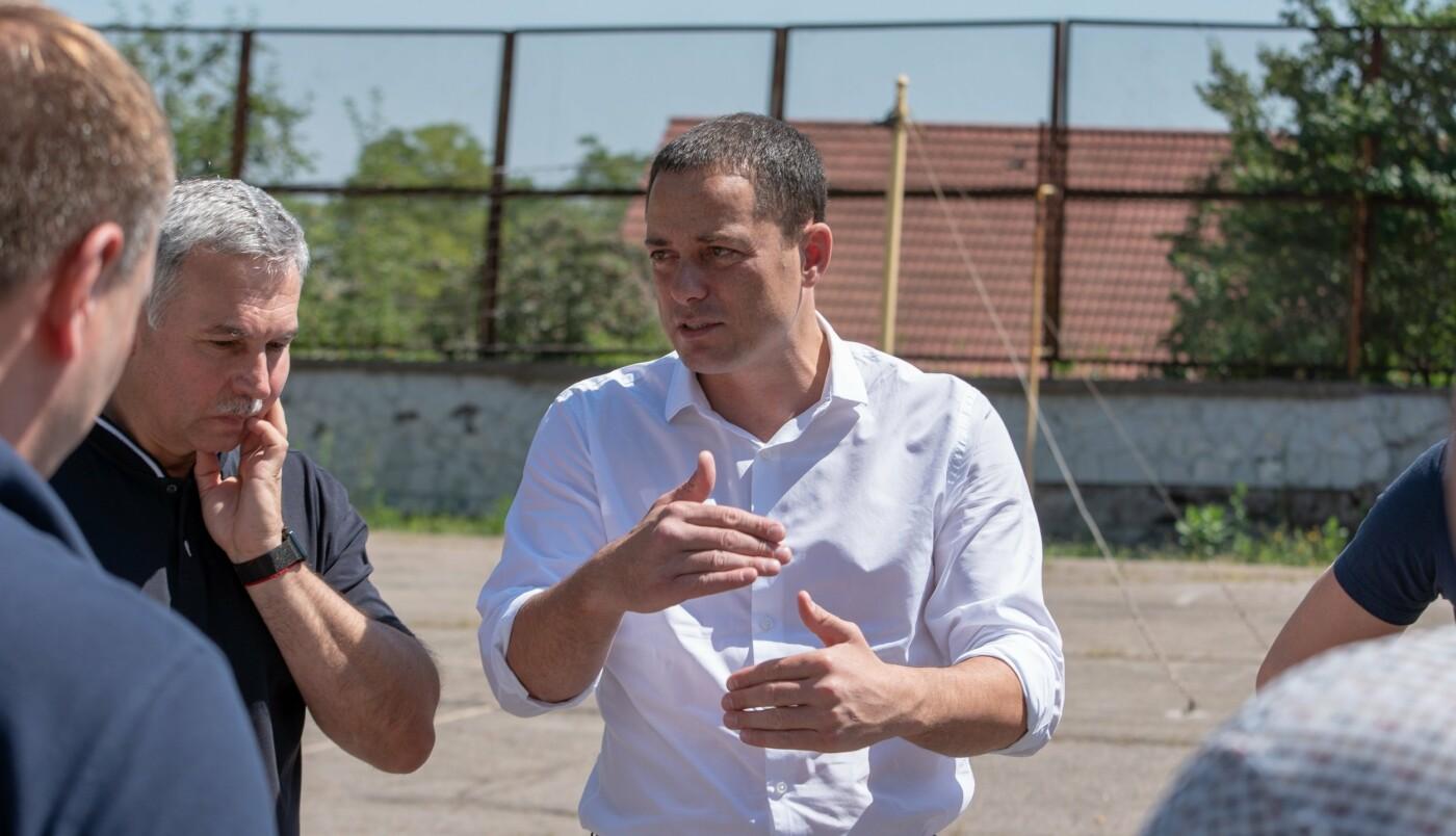 В трех школах Каменского строят мини-футбольные поля, фото-2