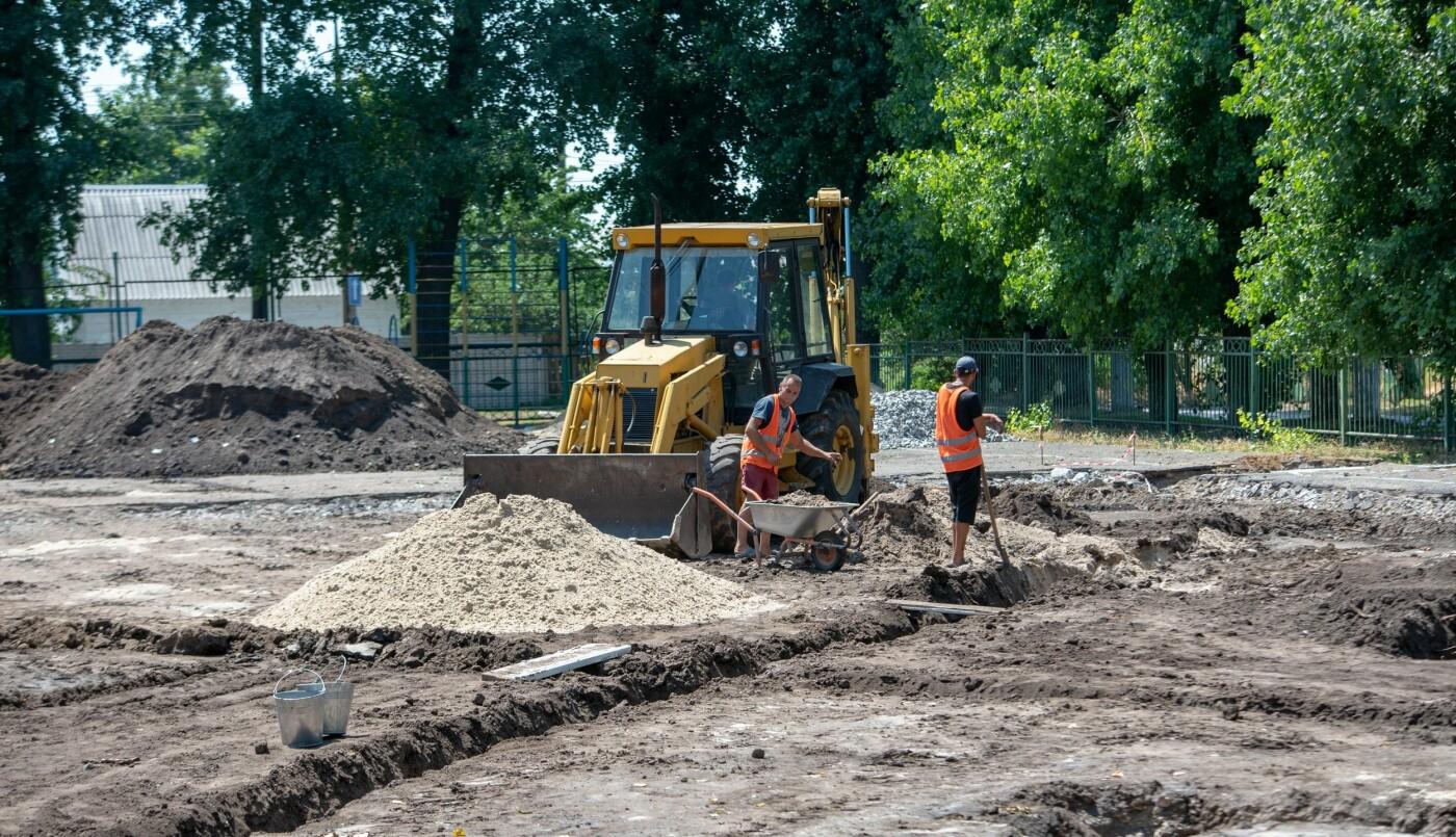 В трех школах Каменского строят мини-футбольные поля, фото-6