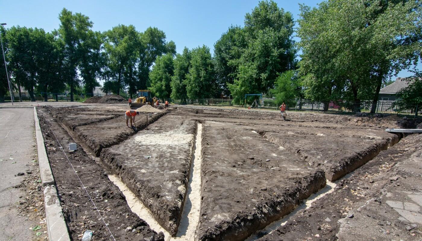 В трех школах Каменского строят мини-футбольные поля, фото-5