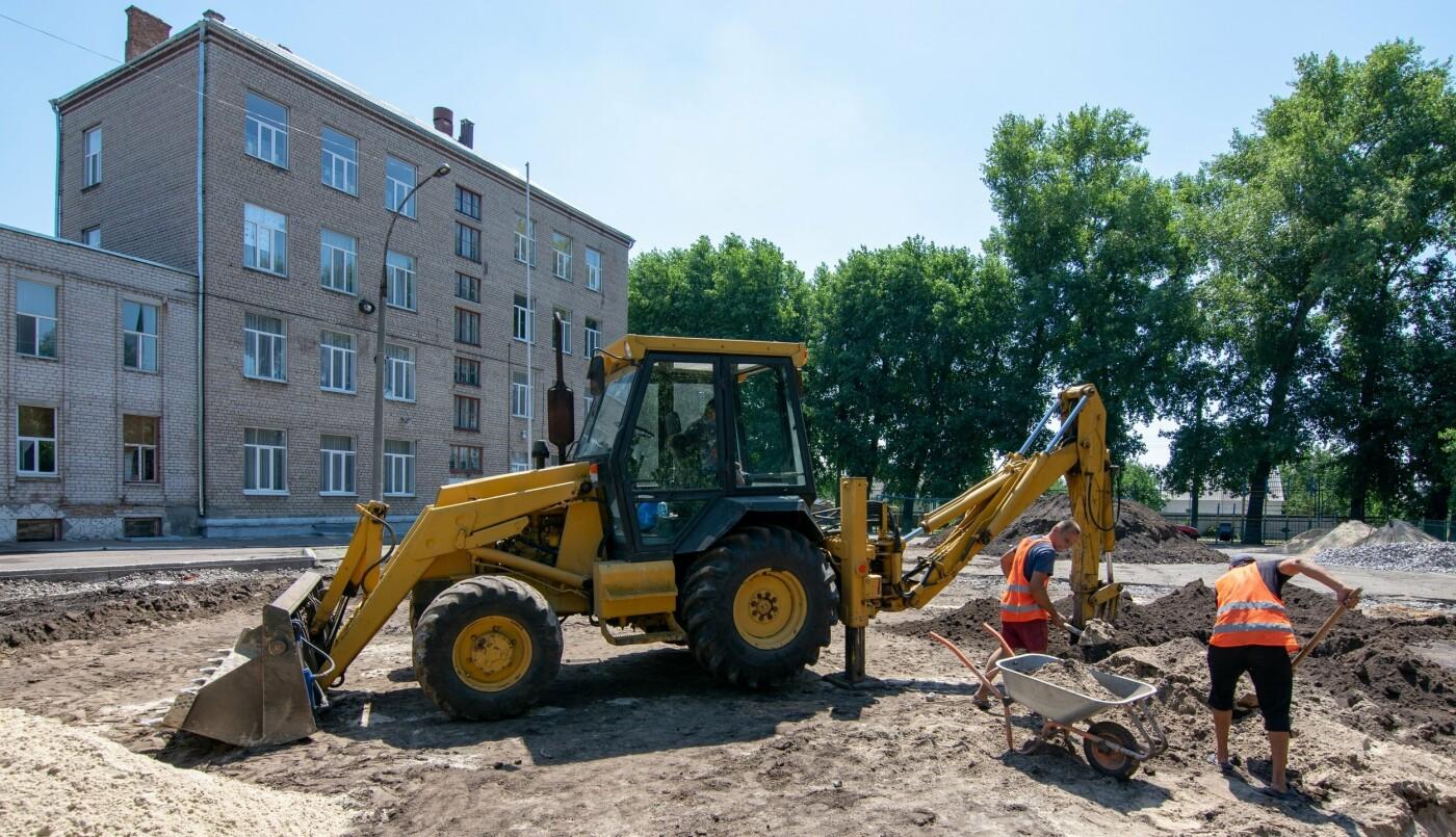 В трех школах Каменского строят мини-футбольные поля, фото-7