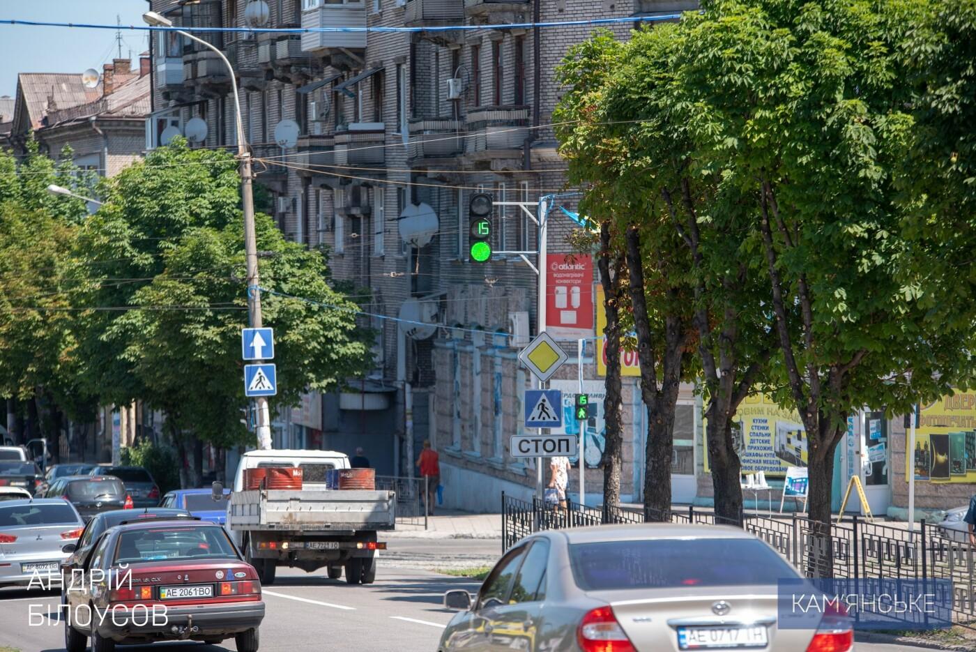 На аварийном перекрестке Каменского заработал новый светофор, фото-3