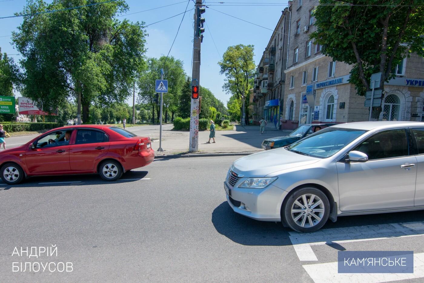 На аварийном перекрестке Каменского заработал новый светофор, фото-5