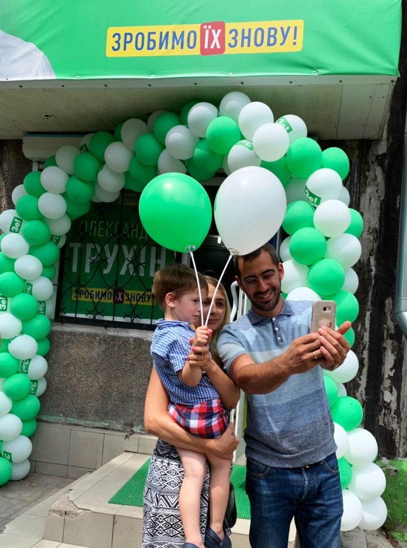 Александр Трухин вместе с активистами открыл офис ЗЕ Команды в Каменском, фото-1