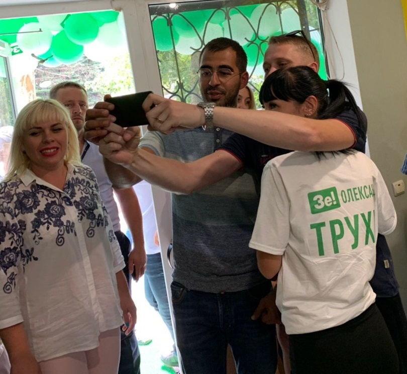 Александр Трухин вместе с активистами открыл офис ЗЕ Команды в Каменском, фото-3
