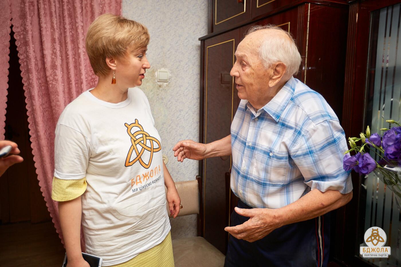 Представители партии «Бджола» поздравили с 96-летием выдающегося врача, фото-2