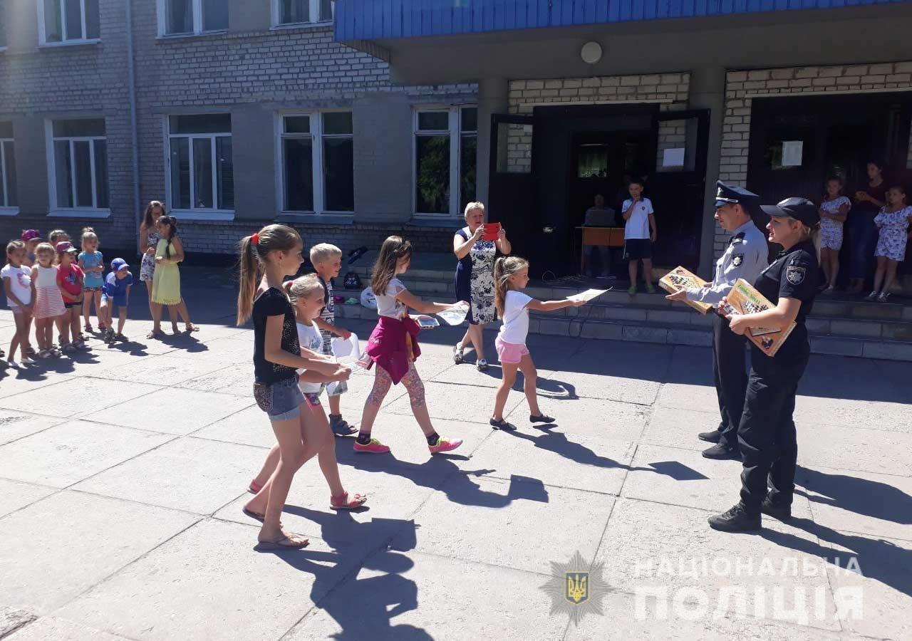 В Каменском полицейские посетили пришкольный лагерь с гостинцами, фото-1
