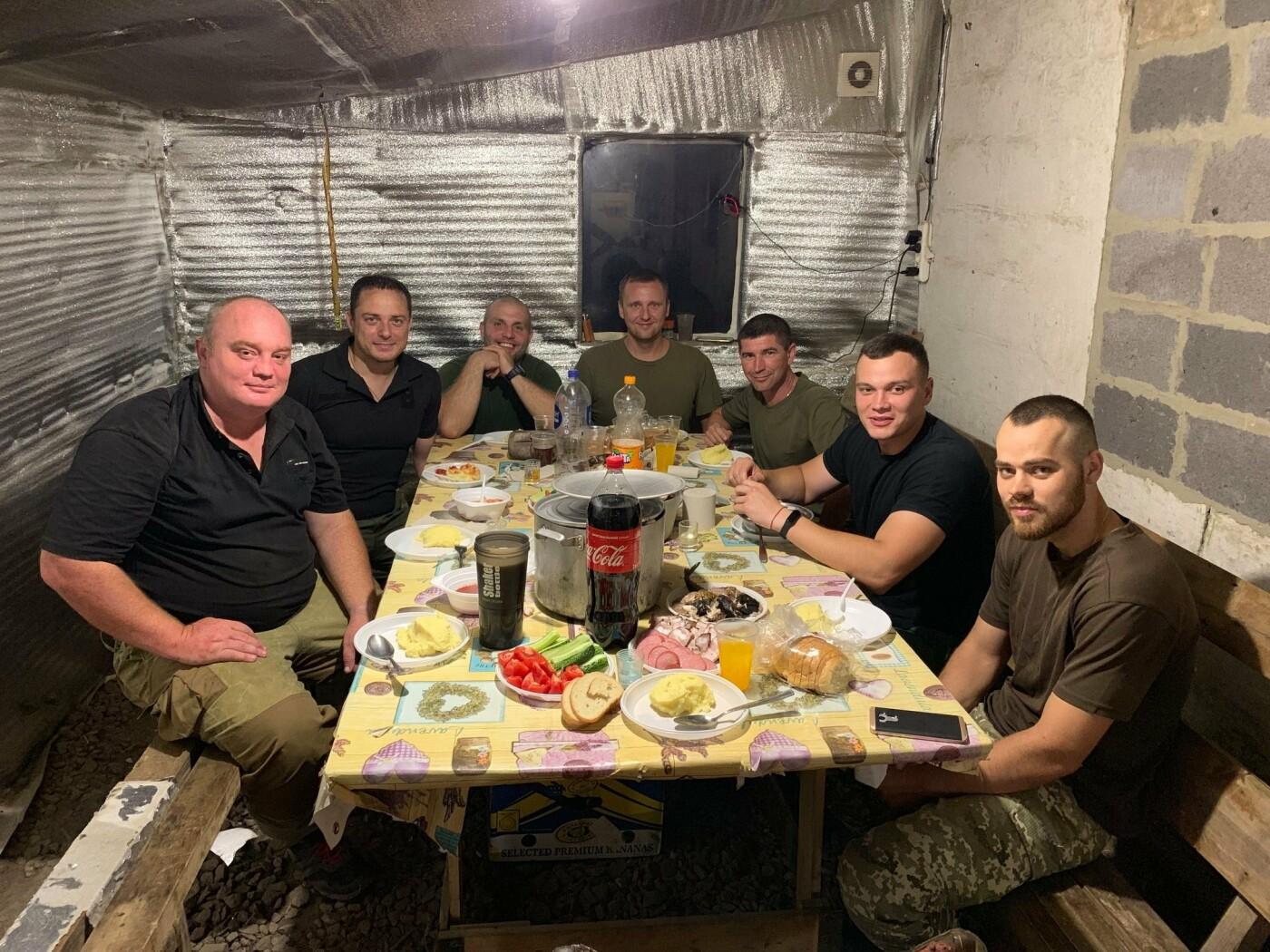 Мэр Каменского провел выходные в зоне ООС, фото-3
