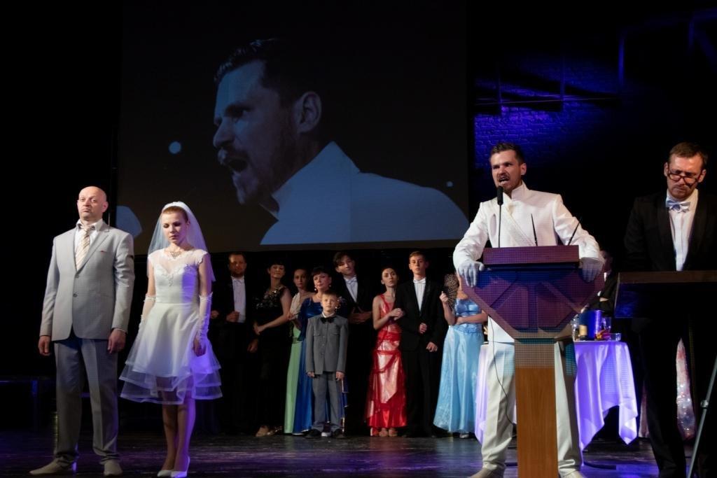 В Каменском театральный сезон закрыли сказкой для взрослых, фото-2