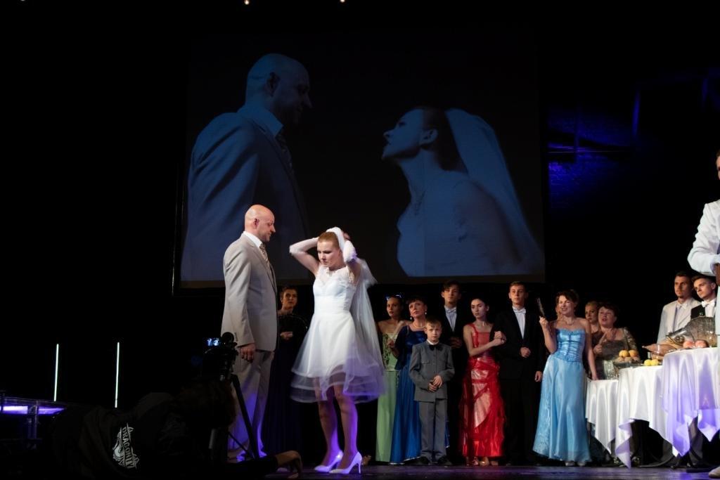 В Каменском театральный сезон закрыли сказкой для взрослых, фото-4