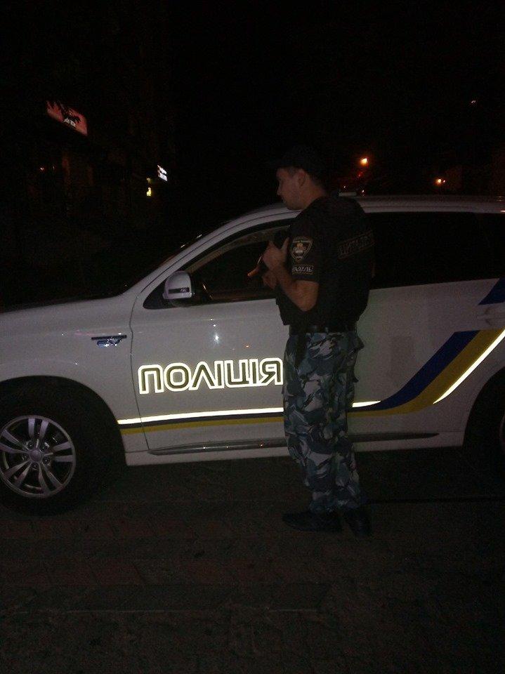 В Каменском пьяный мужчина разбил витрину магазина , фото-2